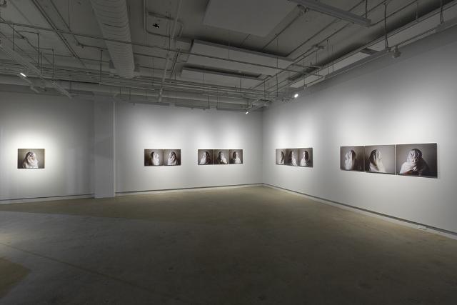 Vue de l'exposition Archives vagabondes, Nicole Jolicoeur. Photo : Guy L'Heureux